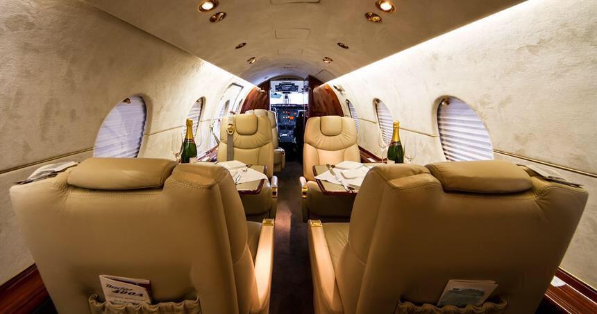 VIP at Barcelona - private Jet - Beechjet 400A Jet 1